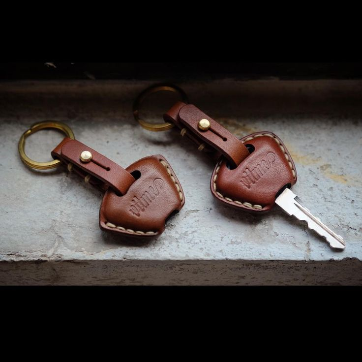 """Handmade Leather Triumph key case. Type:01/02 #vitmehandcraft #leathergoods #handmade #keycover #triumph #triumphmotorcycles #vegtan #accessories"""
