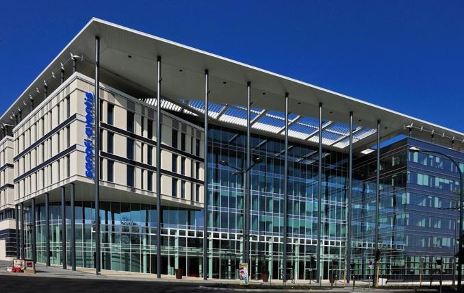 Immeuble bureaux de sanofi massy for Immeuble bureaux hqe