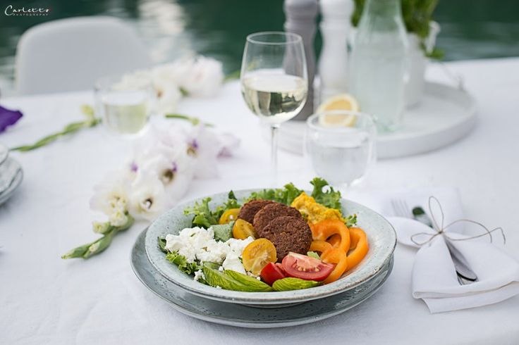 Falafel, Feta, Dinner, See, lake, summer, Sommer, Salat, salad, Tomatoes, Tomate, Beeren, Salsa, Beerensalsa, Nachspeise, Früchte, fruchtig, fruity, fruits, berries, dessert, wine, white, rose, Wein, Rioja