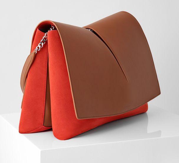 Un sac en cuir JIL SANDER - oversized handbags, buy purse, blue handbags *sponsored https://www.pinterest.com/purses_handbags/ https://www.pinterest.com/explore/hand-bags/ https://www.pinterest.com/purses_handbags/handbag-brands/ http://www.michaelkors.com/sale/handbags/_/N-289z