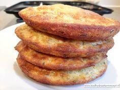 Deze kaasbroodjes zijn heerlijk bij het ontbijt, als lunchsandwich of bij de borrel. Snel klaar, hartig koolhydraatarm broodje met geraspte kaas.