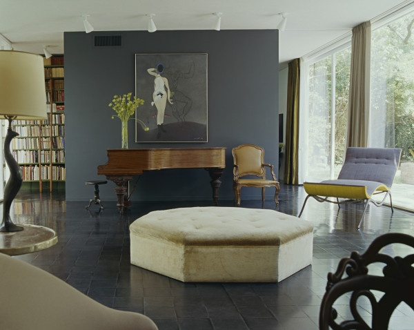 Great sculptural chaise! See Photo Archive to get the look #1stdibs #sculptural #design