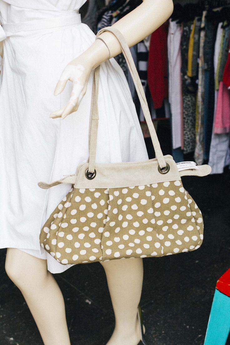 Witte jurk van Pauw voor 59,95 maat 42 Tas; bellezza voor 19,-  Interesse? Mail dan naar jacobien@prinsenenprinsessen.com, of kom langs in onze winkel. Woe t/m vrijdag 10.00 -17.00 en Za 12.00-17.00 #prinsenenprinsessen