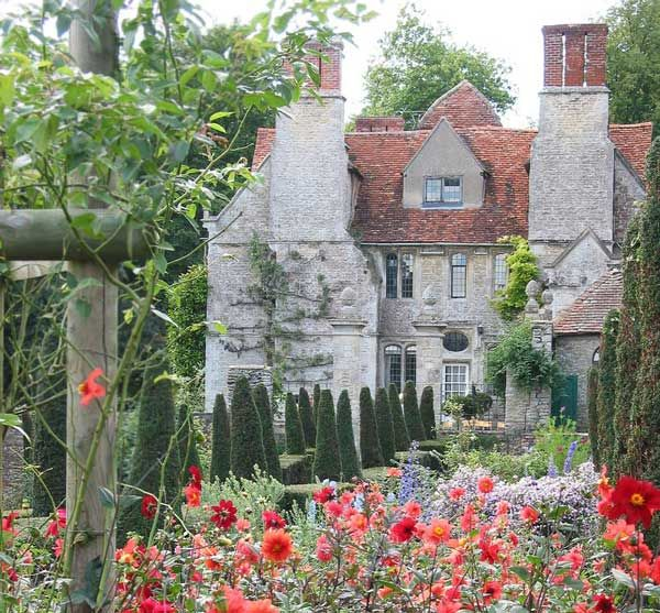 Lovely 20 Cottage Style Landscaping Ideas To Enhance Your: English Cottage Garden