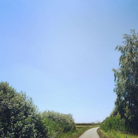 Niekam stále . . . . . #ontheroad #roadtrip #monday #sky