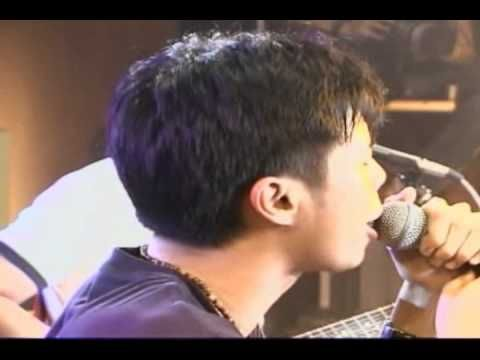"""This is a live music video of Parokya ni Edgar singing another of their hit songs, """"Chikinini"""" from their album """"Bigotilyo."""" It was taped during Inuman Sessions Vol. 1 last 2005. This song is a parody and cover of """"Banal na Aso, Santong Kabayo"""" by Yano. #ParokyaniEdgar #Chikinini"""