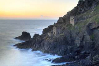 In pictures: The 12 walks of Christmas - BBC News