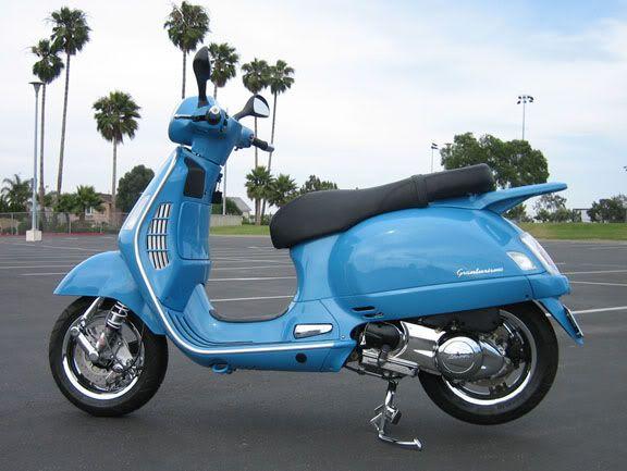 Vespa GTS - light blue