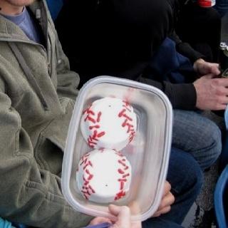 Baseball cakes