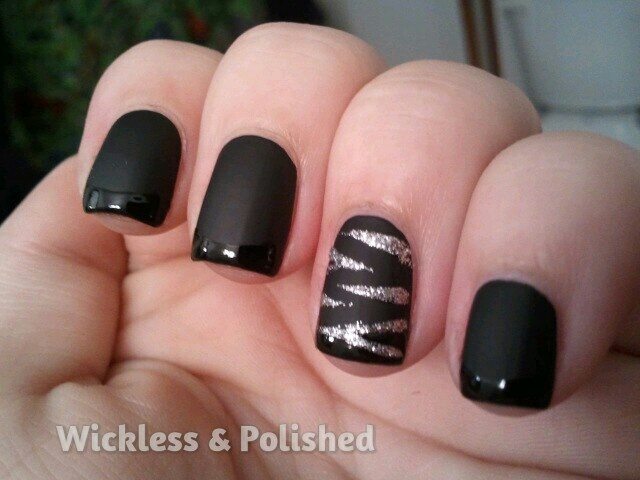 Black matte to shiny french tips