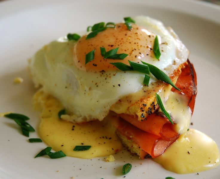 I can't get enough of fried egg breakfast dishes...this one looks so good! From http://food52.com/recipes/4220-fried-bologna-egg-on-challah-bread-with-an-american-cheese-rarebit-sauce  Photo Credit: thirschfeld