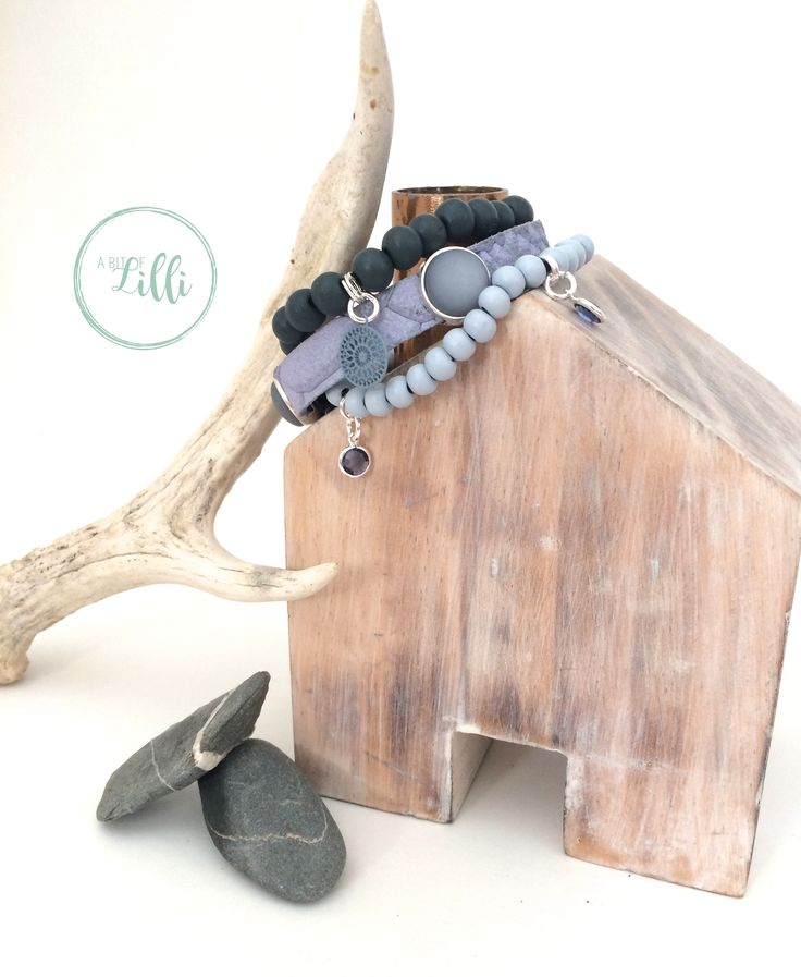 Armband met verschillende tinten blauw. Deze armband is binnenkort te koop in onze webshop. @abitoflilli @studiopollewop #armband #summertime #handgemaaktesieraden #bracelet # handmadejewelery #armcandy # fashionaddict #instastyle #bohostyle #jewelerygram #summerbracelet #zomerarmbanden #gypsy #leather #ibizastyle #beautiful #mooi #leer #stijl #kralen #boho