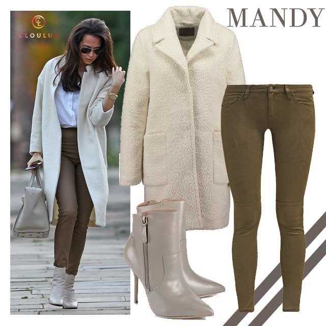Mandy Capristo mit weißem Mantel und braunen Lederhosen