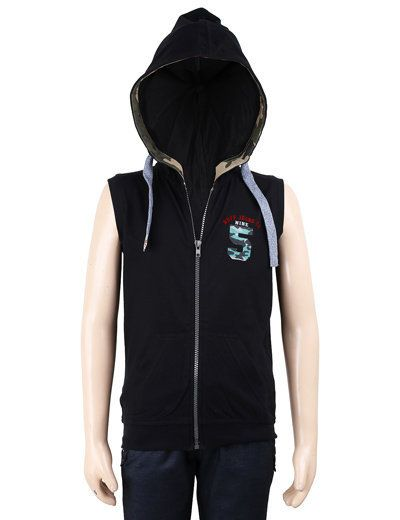 Hooded T-shirt are much in-trend these days. You owe one for your little champ! He will feel good! Try it!