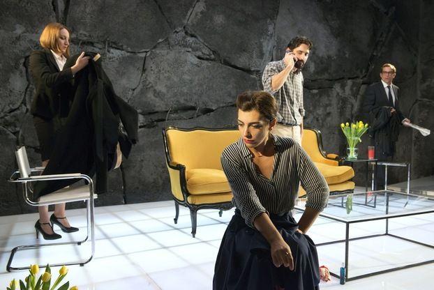 Ο Θεός της σφαγής  Η πολυβραβευμένη διεθνώς κοινωνική κωμωδία της Γιασμίνα Ρεζά σε σκηνοθεσία Κωνσταντίνου Μαρκουλάκη.
