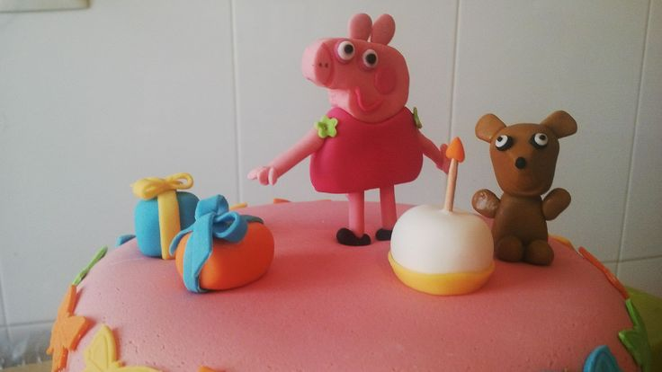Irene estuvo acompañada en su cumple por su amiga Pepa Pig que junto a Teddy la llenó de regalos y le cantó el cumpleaños feliz! #Pepapigcake