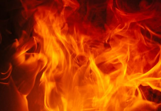 Traumsymbol: Feuer  Ohne Feuer wäre der Mensch wohl nicht das, was er heute ist – nicht grundlos gehört die gezielte Nutzung von Feuer für die Wissenschaft zu den wichtigsten Aspekten der Zivilisation. Mehr dazu auf: http://www.astrozeit24.de/traumdeutung/feuer/