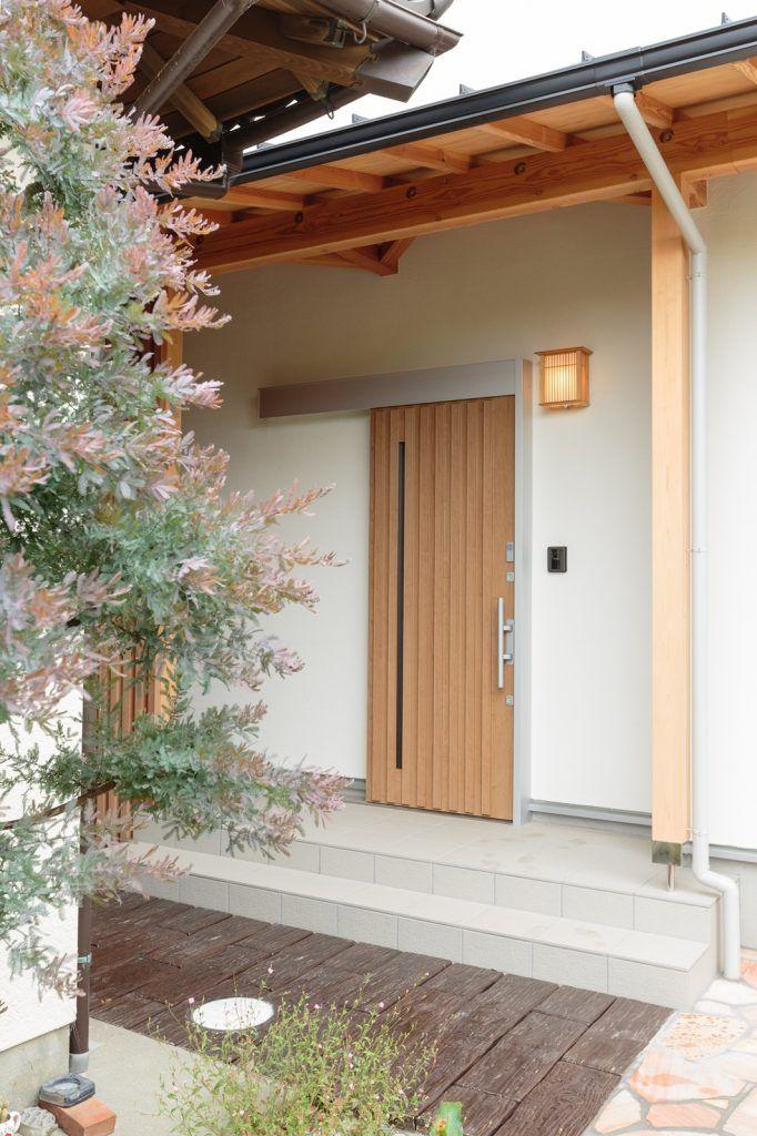 家族と共に時を重ねる 現代和風の家 和モダン 玄関ドア 玄関 和風の家