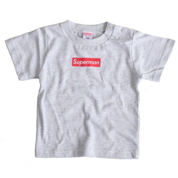 泣く子も黙る某スケーターブランドのパロディT。お父さんとペアルック的な装いでいかがでしょう。---半袖Tシャツ素材:綿100%サイズ:90cm色:ライトグレー...|ハンドメイド、手作り、手仕事品の通販・販売・購入ならCreema。