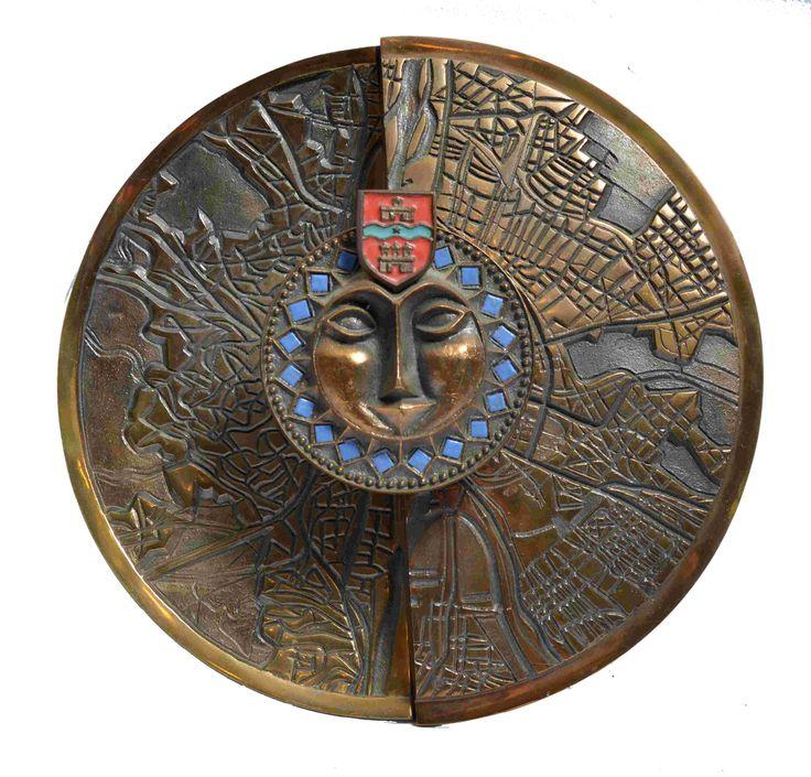 Pap Zoltán - Pest-Buda egyesítése. Öntött bronz, rekeszzománc díszítéssel. Készült: 1970-es évek elején, 30 cm. Jelezve: beütött Pap Z.  PZ02 16/45