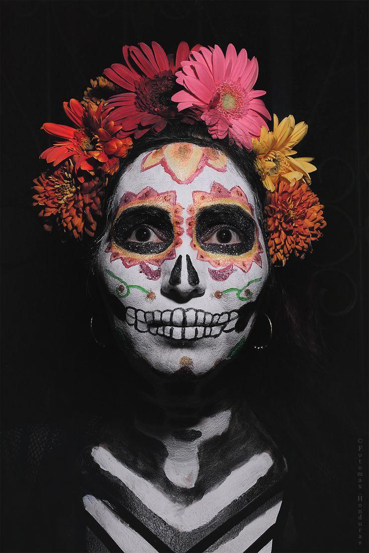 https://flic.kr/p/21jp5fC | Retrato 4 (Serie Catrinas y Catrines) | Una joven participando en el concurso de Catrinas y Catrines en el Museo de la Identidad Nacional (MIN). Tegucigalpa.