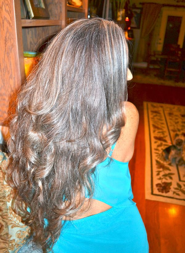 long and curly gray hair | 40plusstyle.com