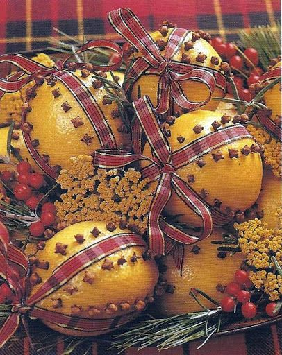 Williamsburg Christmas 0 Lemon pomanders tied with tartan bows carry out a Scottish theme here. Rosemary, white pine sprigs, yarrow, and nandina berries are tucked in for added color.