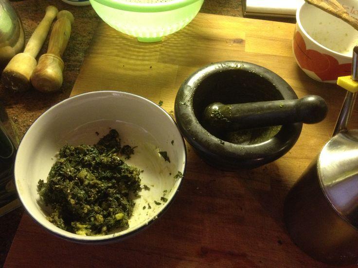 Pesto alla genovese, fatto con il mortaio