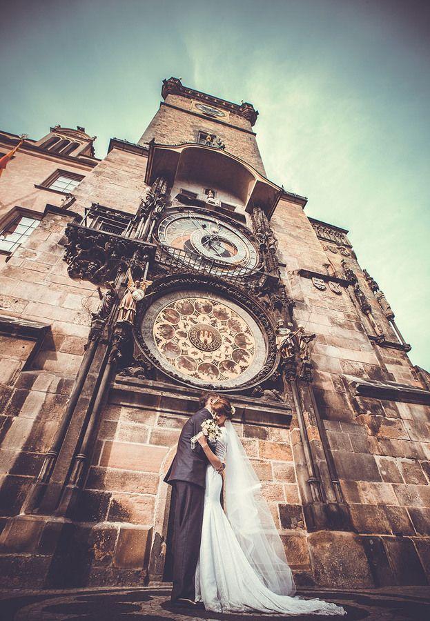 Romantic classic europe wedding of the beautiful couple in Prague #wedding #Prague #bride
