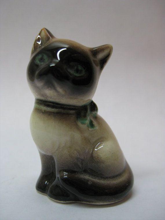 Cat Siamese Kitten Figurine Ceramic by vintagejewelryalcove, $8.50
