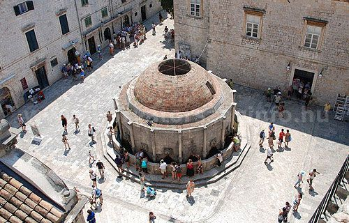 Az Orofonio kút Dubrovnik végén. Egykoron ez volt a város édesvíz forrása.