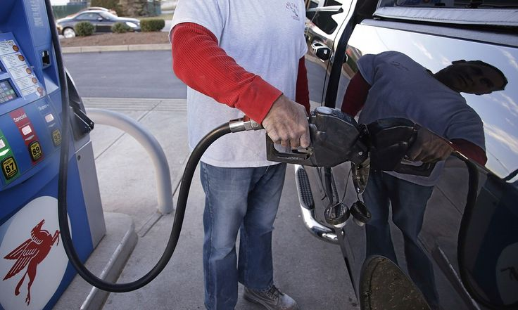 Average gas price in US drops below $2 a gallon for the first time since 2004 #Business_ #iNewsPhoto