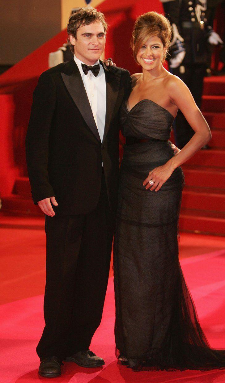 Pin for Later: Retour Sur Les Moments Les Plus Glamour du Festival de Cannes  Eva Mendes et Joaquin Phoenix à l'avant première de We Own the Night en 2007.