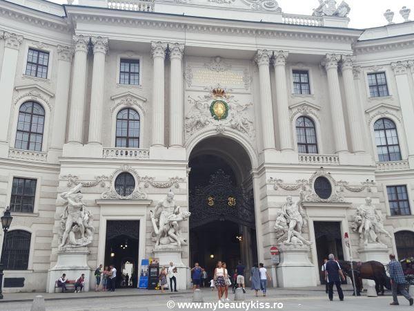 Travel Journal: Viena 2016 -  Michaelerplatz gates http://www.mybeautykiss.ro/jurnal_de_vacanta_viena_2016.php