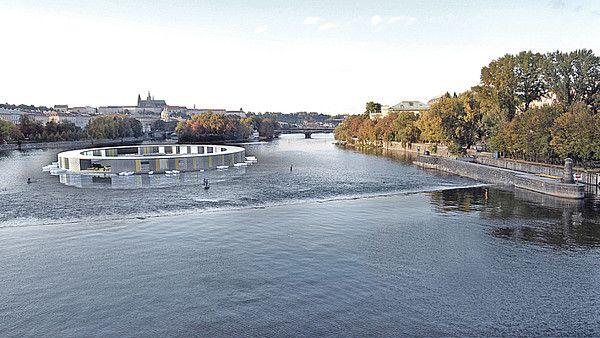 Plovárna o průměru 50 m plující po Vltavě u Mánesa
