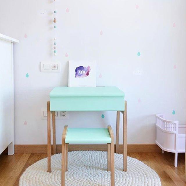 Un #tappeto di #pallinedifeltro é sempre una bell aggiunta per l'arredamento di vari ambienti della casa. Il #bianco inoltre é un colore molto versatile per l'#arredamento di #casa. Scoprite il nostro tappeto unicolor Shirisha qui: http://www.sukhi.it/rotondi-shirisha-tappeti-di-palline.html