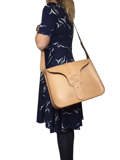 Style: Retro Large. Handcrafted fullgrain leatherbag.