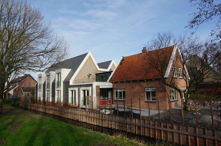 MH Architectuur - Wooninitiatief voor gehandicapten. Keramische vlakke dakpannen. De dakkapel erkers zijn van aluminium zetwerk. Combinatie eigentijdse architectuur met een bestaand traditioneel gebouw.