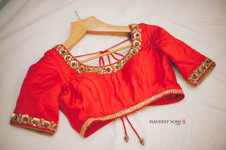 Pair it with a heavy or contrasting sari