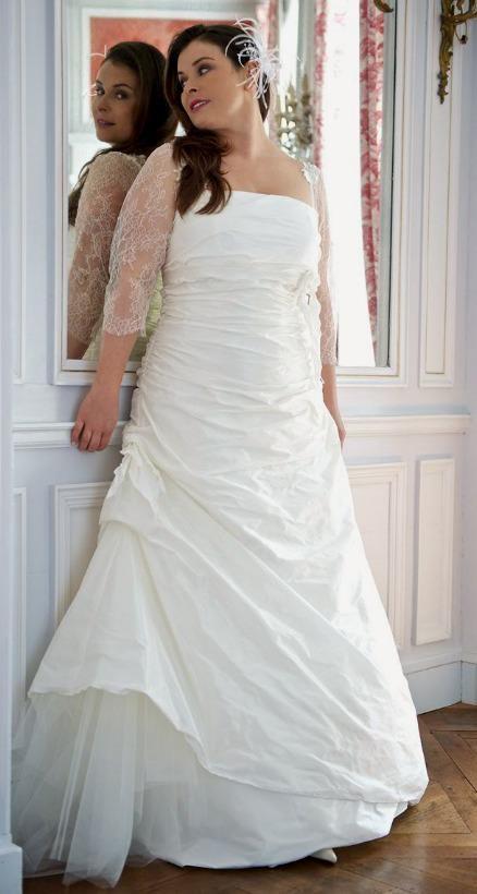 romantique et glamour on adore cette robe de mari e pour femme ronde de chez lambert cr ation. Black Bedroom Furniture Sets. Home Design Ideas