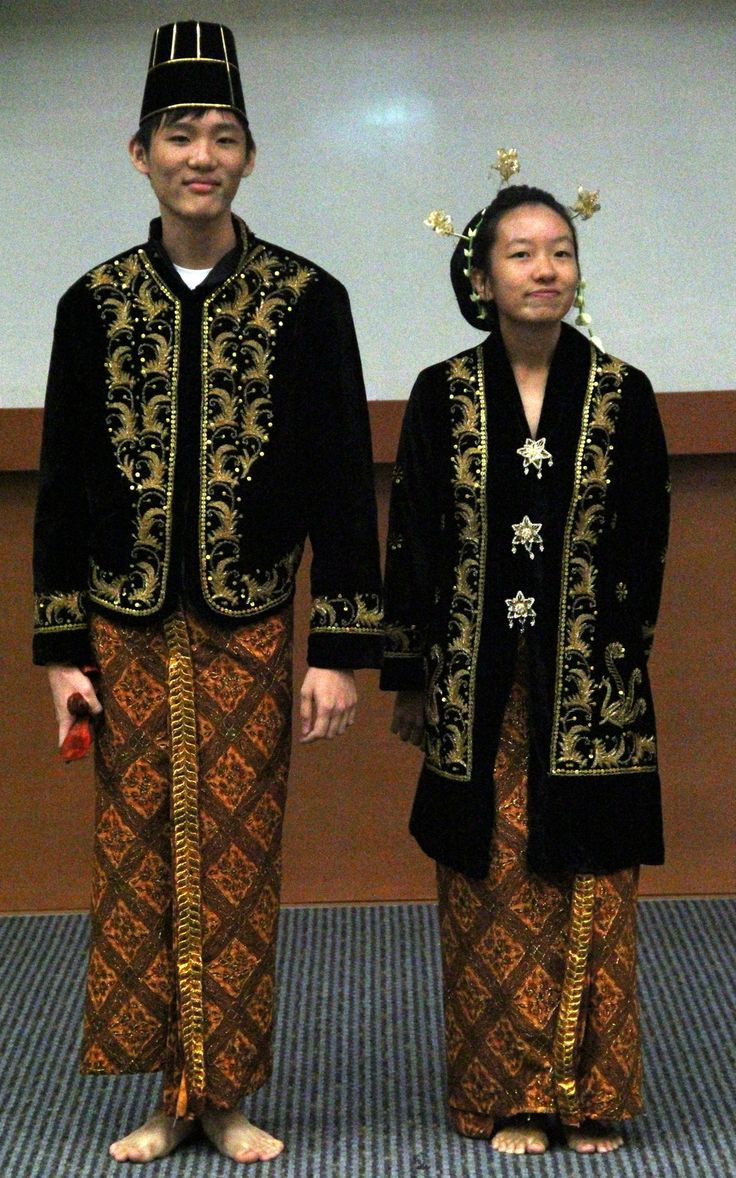Indonesian traditional clothing | Worldbuilding: Clothing ...