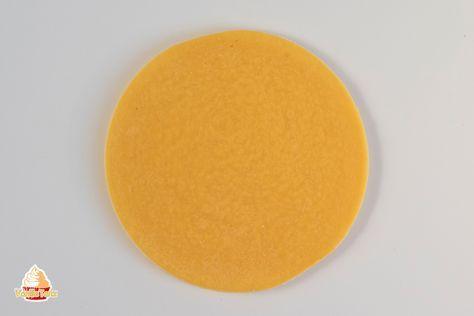 Wähle eine passende Füllung nach deinem Geschmack aus. Frische Fruchteinlage und feine Creme machen deine Torte zu einem Geschmackserlebnis. Mango Confit als Fruchteinlage für Torten Schokoladen-Frischkäse Frosting Fruchteinlage Beeren-Coulis für Torten mit Agartine Karamellisierte Bananen als Fruchteinlage für Torten Erdbeercompote als Fruchteinlage in Torten Lemon Curd Erdbeerkonfit als Fruchtspiegel für Torten Paillette Feuilletine Knusperstückchen Cream …