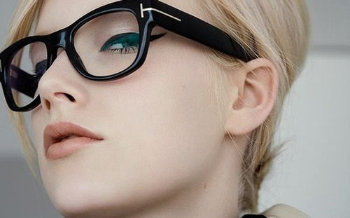 eyeliner with glasse | hairstyles-and-haircuts-for-women-and-teenage-girls-with-glasses