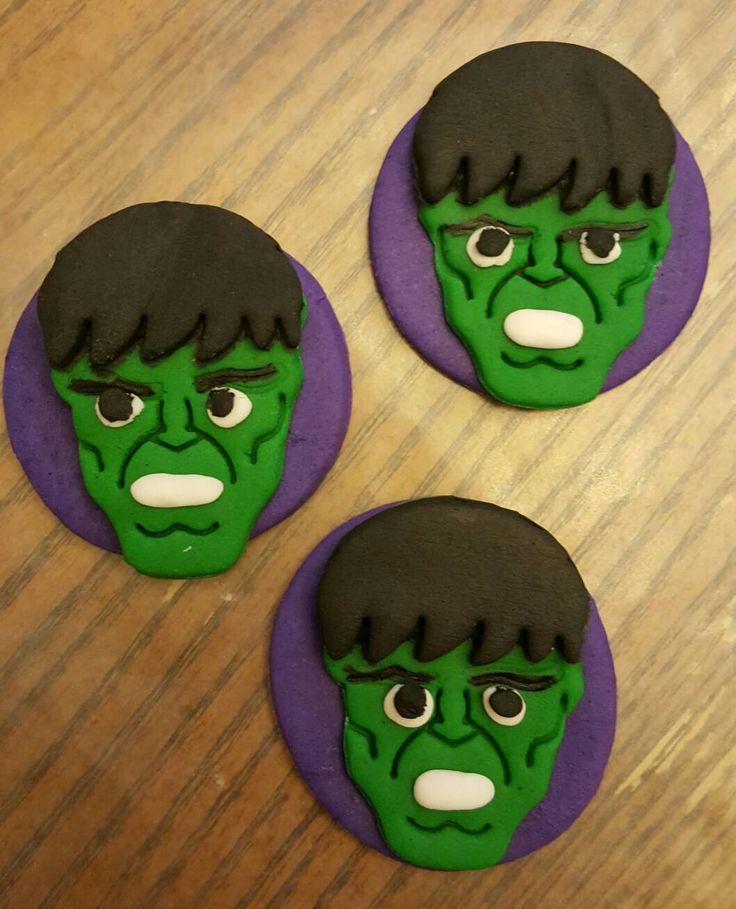 Incredibile Hulk Cupcake Toppers di GreysLactationTreats su Etsy https://www.etsy.com/it/listing/486657483/incredibile-hulk-cupcake-toppers
