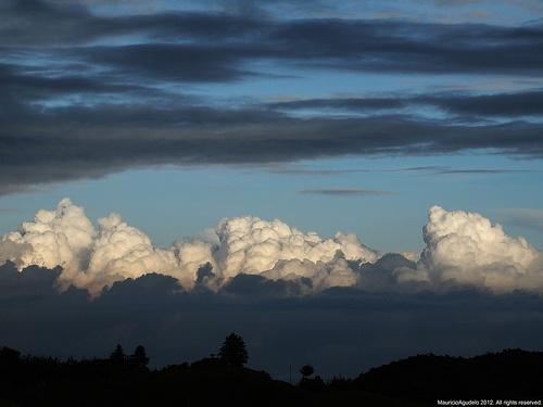 Nubes sobre cañon  Rio Cauca. Colombia