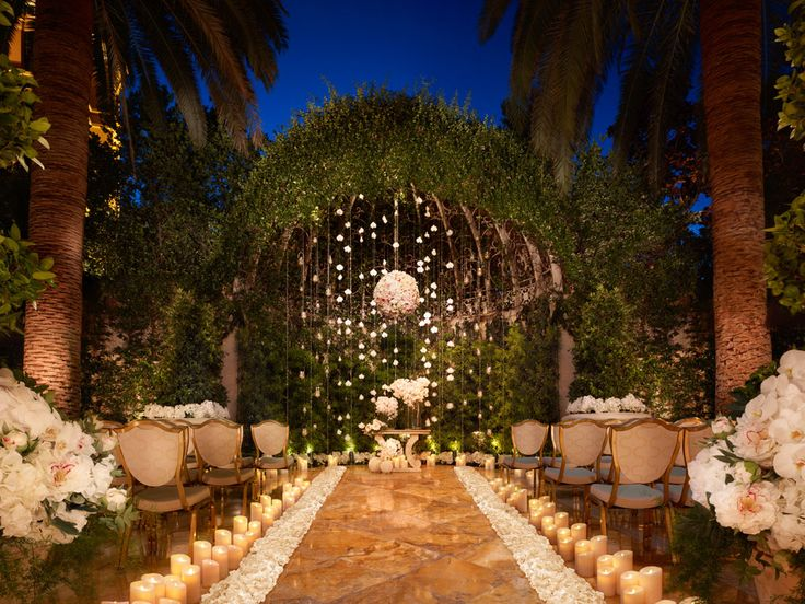 This Vegas Wedding Is Very Different Than Most That You See But Wow Look At How Pretty Venue Photo By Magazine