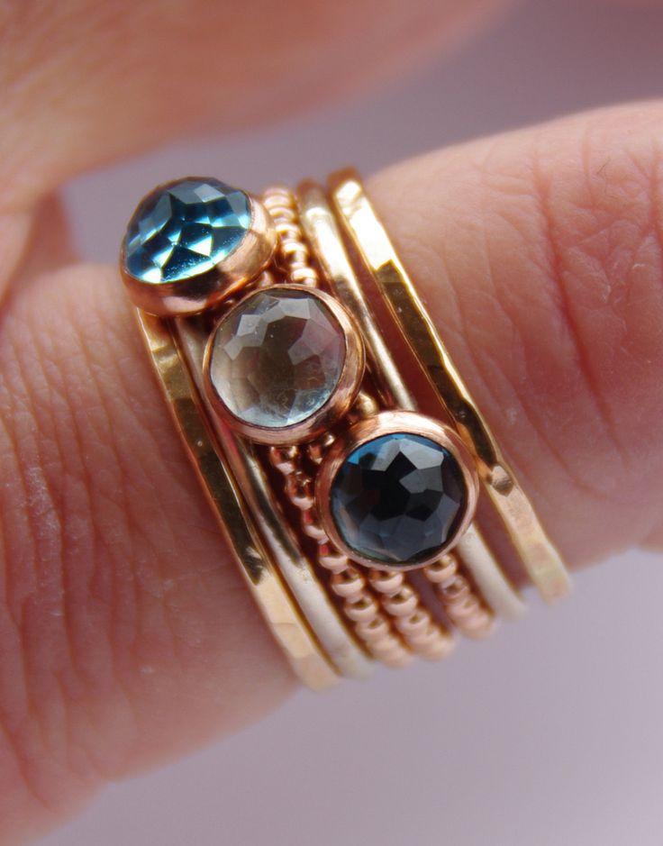14 kt. roze goldfilled ring met London, Swiss of Sky blauwe topaas , stapelring, verlovingsring door NadineJewelry op Etsy https://www.etsy.com/nl/listing/129068993/14-kt-roze-goldfilled-ring-met-london