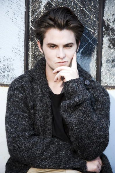 Shiloh Fernandez, wearing the most desirable cardigan!