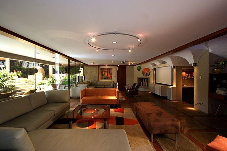 Sala, Family Room en Casuarinas, Lima - Perú. By ALMA Arquitectura e Interiores #ProyectosAlma