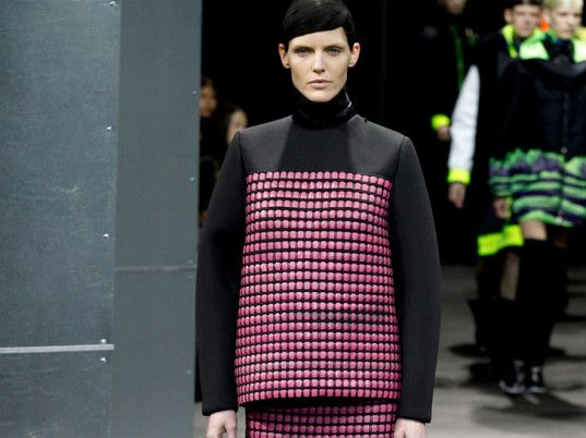 Alexander Wang -  thermochromic fabrics that change color in response to temperature.